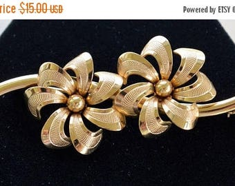ON SALE Gold tone Floral Brooch, Pin, Vintage (E7)