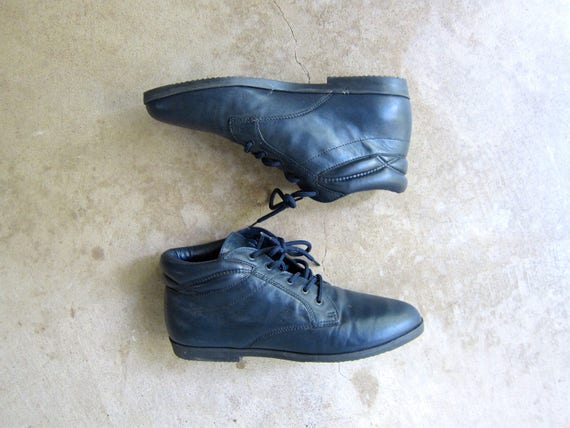 Vintage 80s Dark Blue leather ankle boots 90s PIPPI boots Lace up boots granny boots boho leather boots Fall booties womens size 8