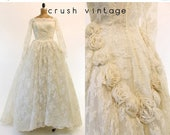 SUMMER SALE 50s Wedding Dress Lace Small / 1950s Wedding Gown Rosette /  Floral Dream Dress