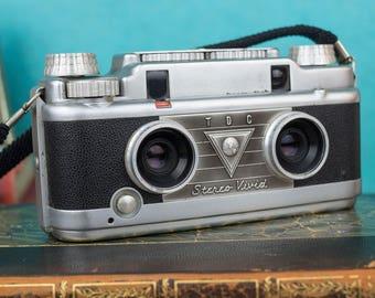 Vintage Stereo Vivid Rangefinder Camera - Bell & Howell