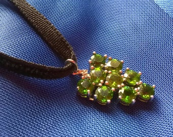Russian Diopside & diamond stylised heart pendant necklace emerald green grapes sterling silver