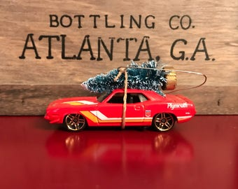1970 Plymouth AAR Cuda Carrying Christmas Tree Ornament