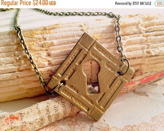 30% OFF Vintage Keyhole Necklace - Secret Garden - Victorian Steampunk Skeleton Key Necklace - Jewelery - Elegant Whimsical Shabby Salvage