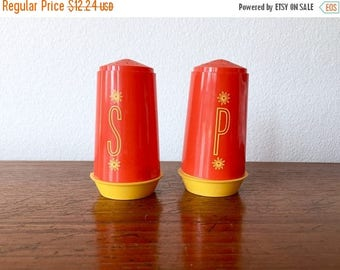 SALE EVENT Mid Century Salt + Pepper Shakers - 50's Atomic Red and Yellow S+P Shakers - Plastic Collectible Retro Shakers - Mid Century Tabl