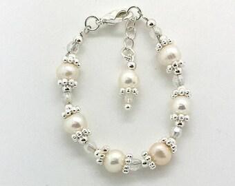 baby pearl bracelet, infant bracelet, newborn bracelet, Newborn photo prop, Baby blessing bracelet, pearl and crystal bracelet, toddler