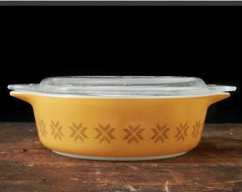 Pyrex Town and Country Casserole, Pyrex 471, Round Dish with Lid, Pennsylvania Dutch, Food Storage, Mid Century Kitchen, Gold Yellow