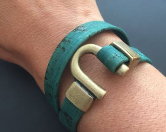 Horseshoe Clasp cork bracelet - Vegan Leather Bracelet