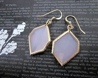Delicate Pink Earrings -- Trendy Gold and Pink Earrings -- Soft Pink Glass Earrings -- Pink Point Earrings -- Light Pink Geometric Earrings