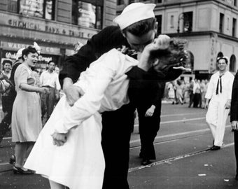 Kissing the war goodbye Digital download