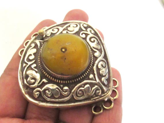 1 clasp - Large size Triangle shape ethnic Tibetan copal resin inlaid statement box clasp pendant  from Nepal - LN036