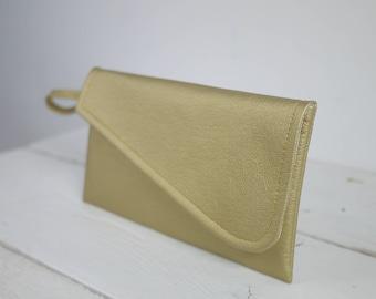 Simple gold wristlet clutch | simple gold bridesmaid clutch | simple gold wristlet purse | Gold wedding purse