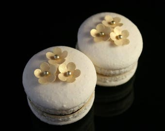 30 X-Small Wafer Flowers with Sugar Bead, in Gold, Silver or Pearl