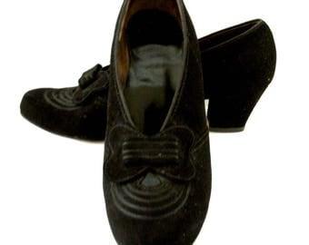 Vintage Black Suede 40s Shoes - Black Suede 1940s Heels by Natural Bridge - 40s 50s Black Rockabilly Pumps - Size 8.5 AA Runs Small