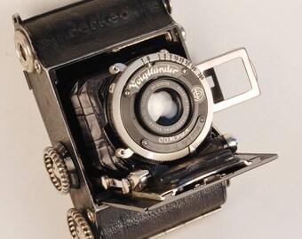 Voigtlander PERKEO viewfinder camera cir.1933 for 127 film. Skopar lens. RARE