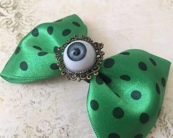 Green eye- Hairclip