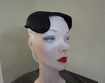 VINTAGE 1950's JUNIA Small and Simple Navy Blue Close Skull Togue Day Church Hat--size 21 1/2