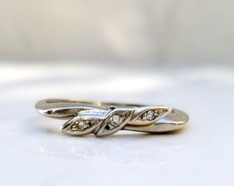 Vintage 14k Solid White Gold Diamond Wedding Band with Unique Leaf Design, Size 6.75