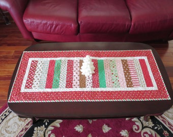 Homemade -  Christmas Table Runner - Sugar plum Christmas Red Gingerbread Border