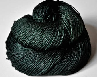 Spook in the coniferous forest - Merino/Silk Fingering Yarn Superwash