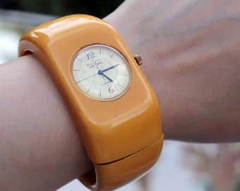 Bakelite Clamper Watch by De Vacci