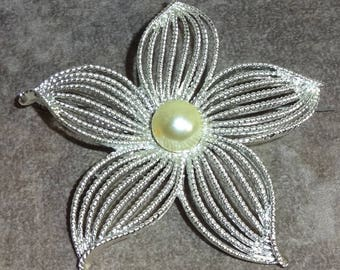 Vintage Sarah Coventry Moonflower Moon Flower Faux Pearl Brooch Pin