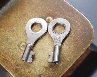 Set of 2 Vintage miniature skeleton keys. Dark patina
