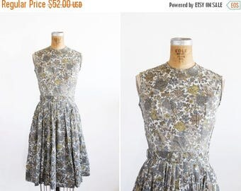 SALE // 1950s Dress - 50s Dress - Floral Print Cotton Sleeveless Day Dress