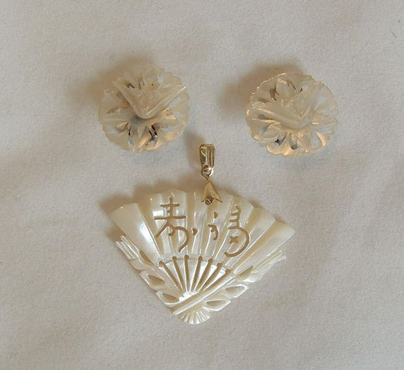 Vintage Carved Mother Of Pearl Fan Pendant & Clip Earrings