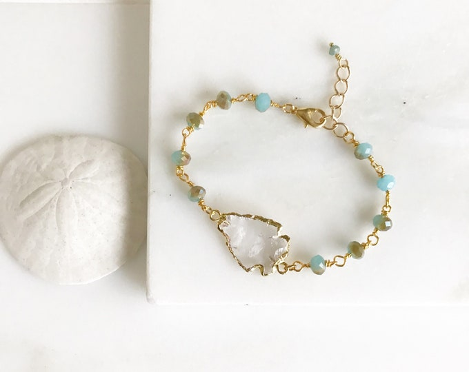 Beaded Bracelet with Aqua Stones and Clear Arrowhead in Gold. Beaded Bracelet.  Gemstone Bracelet.  Beaded Bracelet. Jewelry Gift.