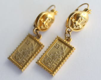 Vintage Bugs Bunny And Tweety Bird Postage Stamp Gold Tone Earrings . Looney Tunes Warner Bros USPS Postal Post Office