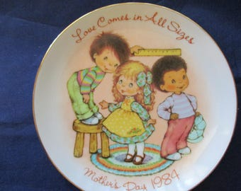 Mother's Day Plate 1984 Avon Mother's Day Plate Love Comes in All Sizes