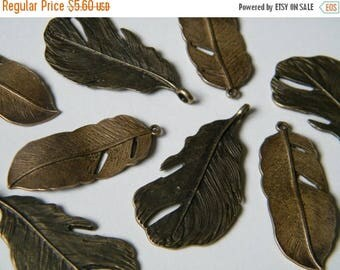 ON SALE 8 x Antiqued Brass Feathers Charms Bronze Natural Feather Pendants(4 of each) Feather Set Jewellery Making Charms