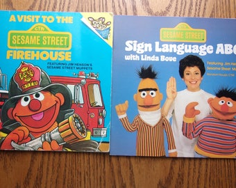 """Sesame Street Picture Books """"Sign Language ABC"""" & """"A Visit To The Firehouse"""" Vintage"""