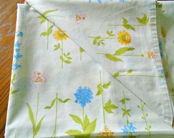 Twin Flat Botanical Sheet / Flower Stem Sheet / Vintage Flat Sheet / Twin Bedding / Ultracale / Floral Bedding / Spring Flowers / Wamsutta