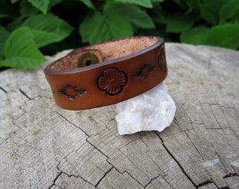 Youth Floral Bracelet 5 inch - Hand tooled Leather Cuff Bracelet - Tooled Leather Bracelet