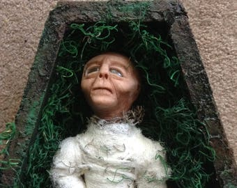 Alien Sculpture / Dead Alien with coffin / handmade