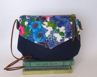 Boise. Crossbody purse - Summer purse - Small canvas bag - Cross over -Festival purse - Floral - Teal - Navy blue - Ready to ship