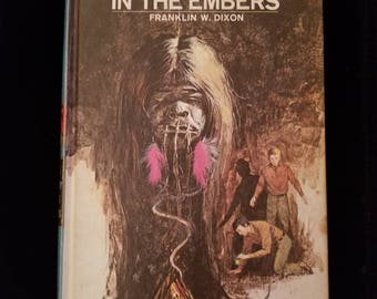 Vintage 1972 Hardy Boys The Clue in the Embers #35