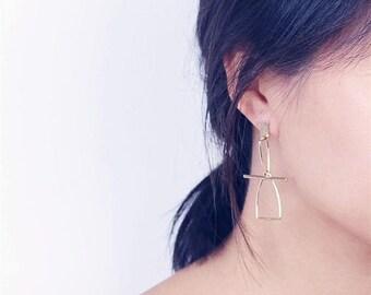ON SALE Geo interlock triangle earrings - minimal dangle earrings