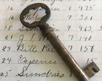 Small Antique Skeleton key - vintage skeleton key - vintage key charm - little old key – steampunk key rustic skeleton key