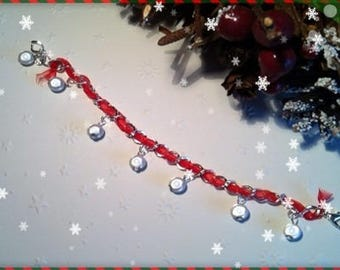 Red and white beads ref 144 charm bracelet