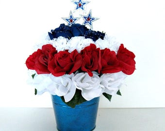 Patriotic floral centerpiece, Fourth of July decoration, Holiday patriotic table arrangement, Memorial Day table celebration (J76)