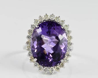 Spectacular 13.30 Ct natural amethyst and diamond vinatge ring