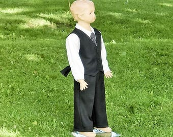 Linen black boys suit. Ring bearer outfit in linen.Toddler boy wedding outfit. Boys special occasion. Boys wedding suit.