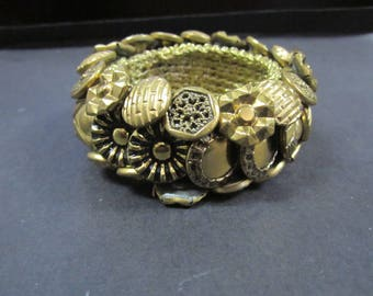 gold tone Button bracelet