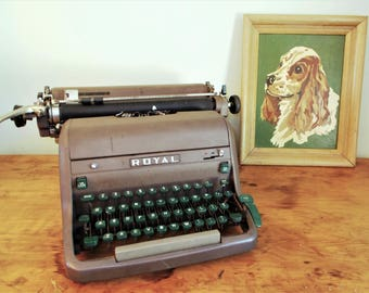 Grey/Brown Royal HH Magic Margin Typewriter with Green Keys circa 1952