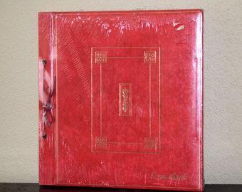 1 Dollar Shipping! Vintage red scrapbook, unopened!