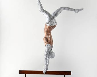 metal art sculpture aerobic gymnastics on balance beam metal wire mesh sculpture home