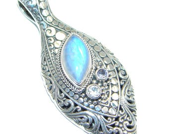 Moonstone, Swiss Blue Topaz Sterling Silver Pendant - weight 14.40g - dim L - 2 1 4, W - 1, T - 1 4 inch - code 10-sty-17-10