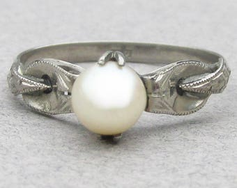 1920's Art Deco 18k White Gold Cultured Pearl Ring